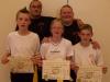 Es darf gratuliert werden: Marcel, Ariana und Manuel mit ihrem Lehrer Si Hing André und dessen Lehrer Si Gung Hubert Wolf